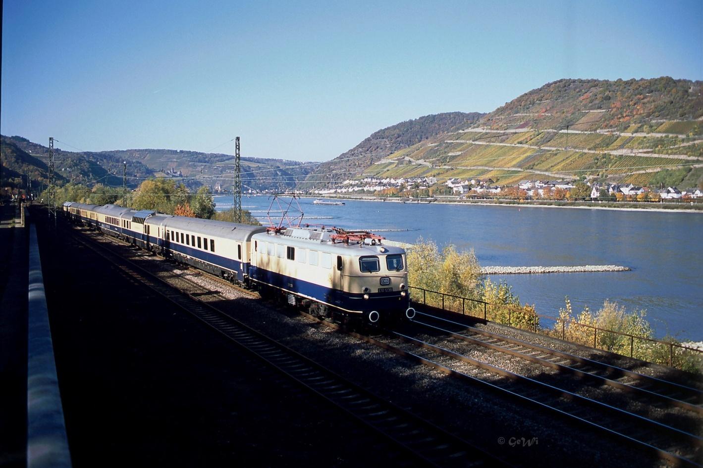 C:\Users\G.Wilhelm\LC103 HP NEU ab 01.01.19\2015+2016, warum ist es am Rhein so schön\Beitrag 15+16 fertig für HP\HP7 kl korr 2016-10-30.1korr, LC E10 1239 _FEK Rheingold, Niederheimbach 29.jpg