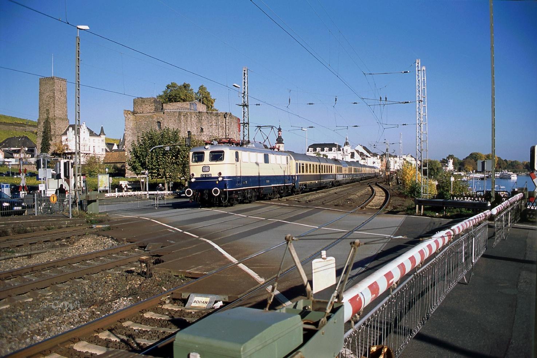 C:\Users\G.Wilhelm\LC103 HP NEU ab 01.01.19\2015+2016, warum ist es am Rhein so schön\Beitrag 15+16 fertig für HP\HP9 kl korr 2016-10-30.6korr, LC E10 1239 _FEK Rheingold, Rüdesheim 34.jpg