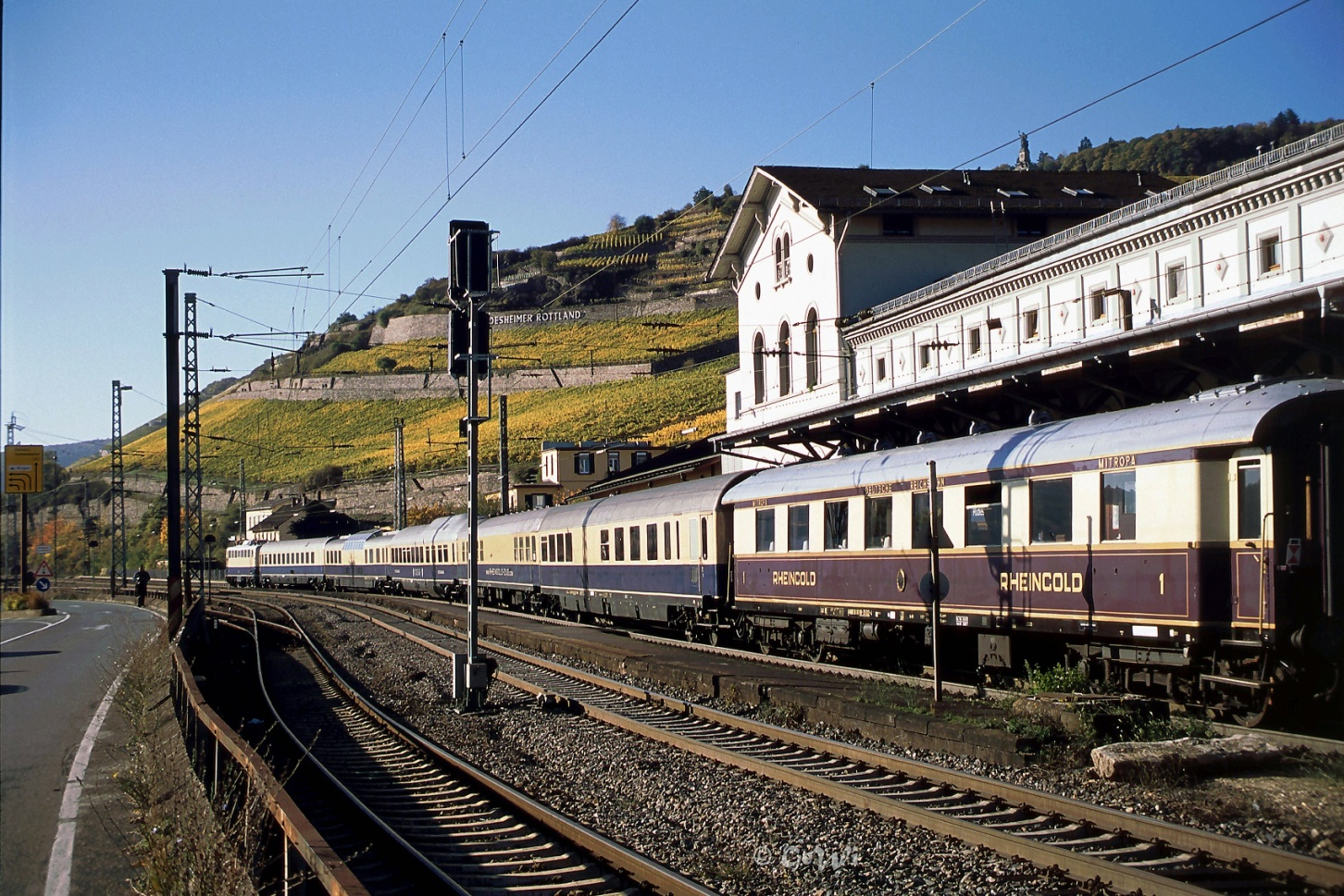 C:\Users\G.Wilhelm\LC103 HP NEU ab 01.01.19\2015+2016, warum ist es am Rhein so schön\Beitrag 15+16 fertig für HP\HP10 kl korr 2016-10-30.8korr, LC E10 1239 _FEK Rheingold, Rüdesheim 36.jpg