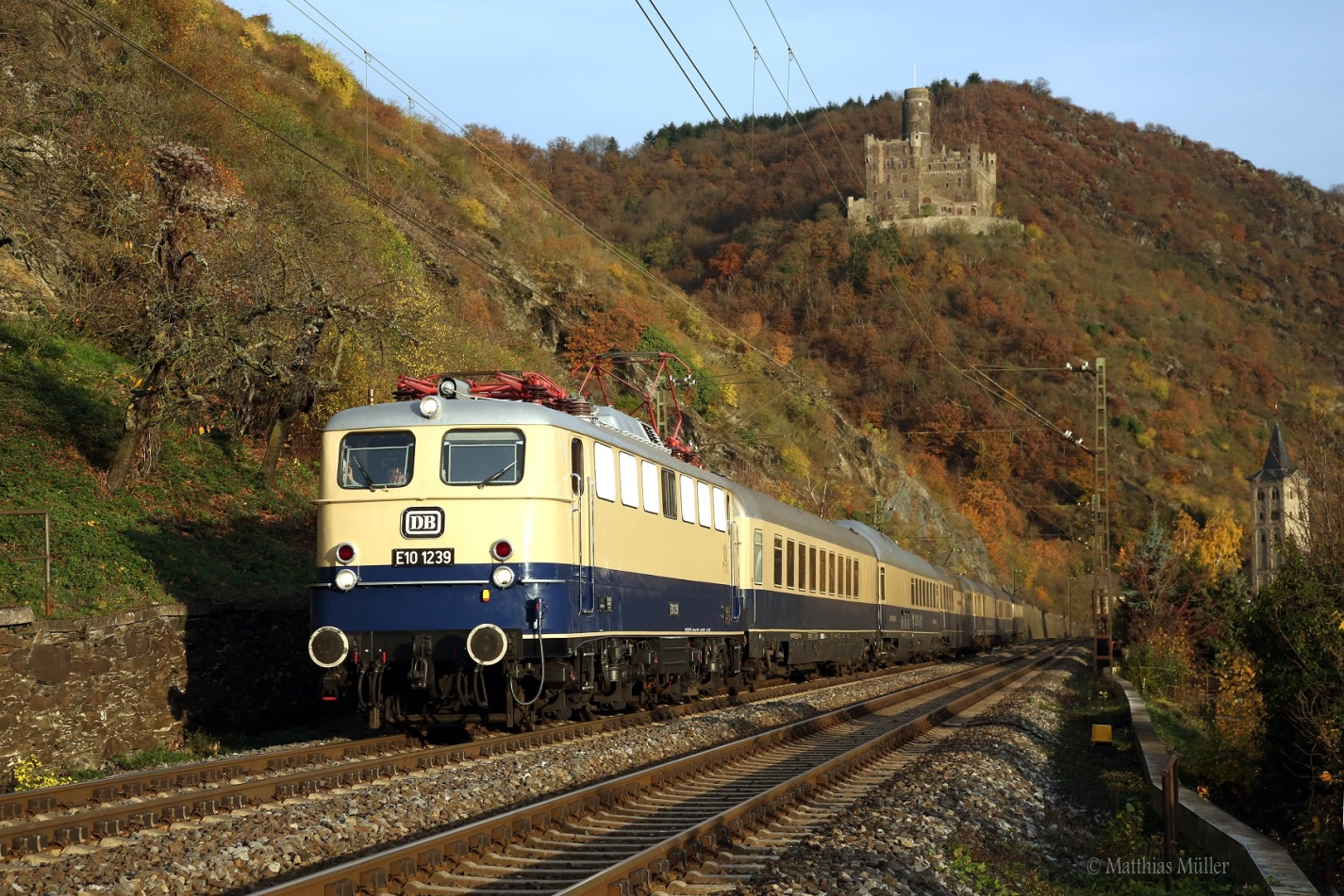 C:\Users\G.Wilhelm\LC103 HP NEU ab 01.01.19\2015+2016, warum ist es am Rhein so schön\Beitrag 15+16 fertig für HP\HP12 kl korr MAMU6447 Wellmich unter Burg Maus.jpg